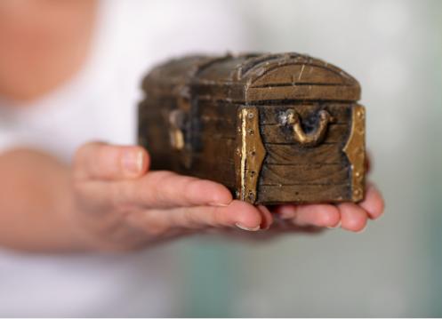 Discovering Hidden Jewish Identity – Becca's Wooden Box